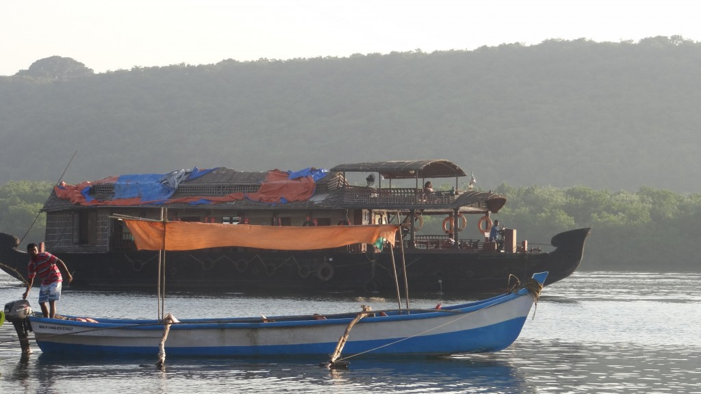 A houseboat of MTDC