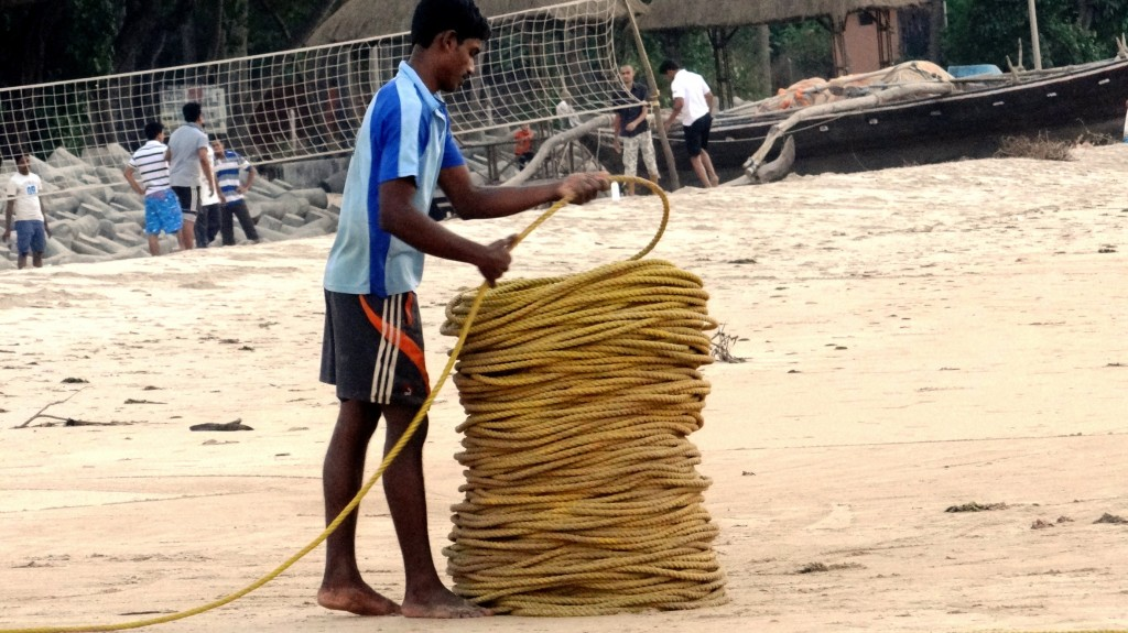 One fishermen arranging the rope
